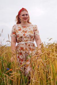 fashionblogger, fashion, style inspo, summer, summer style, 31 dresses of summer, dress lover, flower dress, romantic flower dress, field of gold, bucket bag, headband