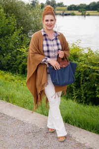 fashionblogger, fashion, fall fashion, autumn style, casual style, mom style, ootd, what I wear, how to style, plaid and poncho, plaid shirt