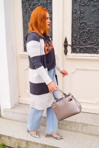 fashion blogger, fashion, mom style, casual outfit, fall, fall fashion, mom jeans, graphic shirt, all things H&M